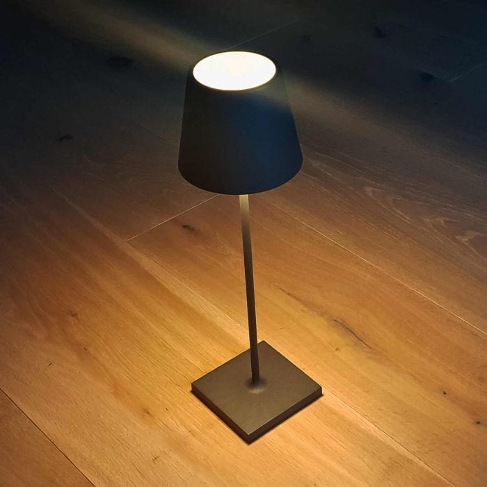 Schicke Stehlampe Touch in Schwarz
